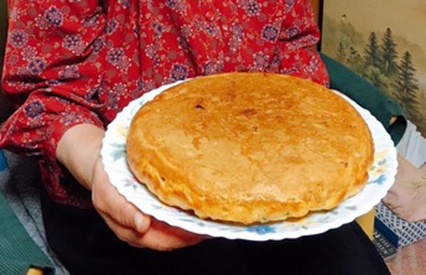 私の家では丸くて少し硬めのホットケーキのようなものをコッペパンと言っています。