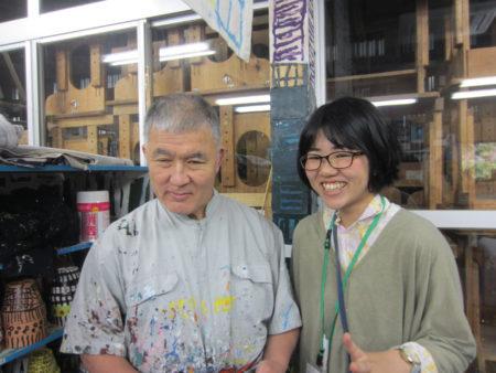 絵画工房の濱田幹雄さんと支援スタッフ