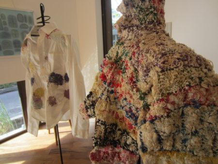 最先端のファッション誌を飾り、全国屈指の美術館や海外での展示会に呼ばれています