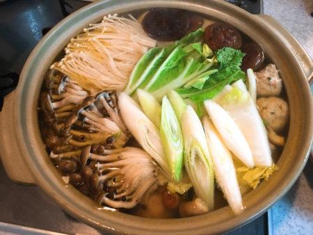いろんなきのこ料理がありますが、こちらもシンプルに「きのこ鍋」にしていただきました。