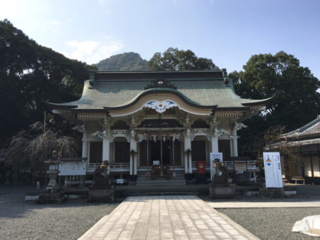 武雄神社は、735年(天平3年)に創建された、由緒ある神社。