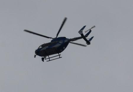 空からの映像を撮るためでしょう。ヘリコプターも飛んでいます。