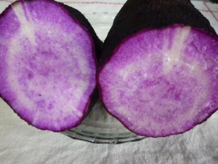 さっそく、ちょっとめずらしい紫山芋でつくってみました。