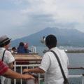 桜島フェリーで15分。 眼前に桜島。潮風を浴びながら、しばし短い船旅。