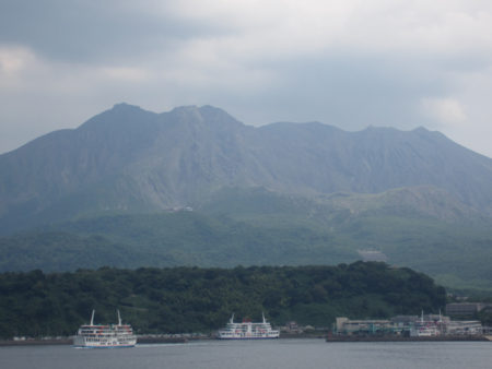 対岸の桜島に渡り、車を走らすこと一時間半、大隅半島を南へ