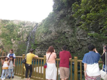 地元の人しか知らないような無名の滝でした