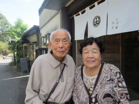 55年ぶりの再会を果たした大坪先生と悦子先生