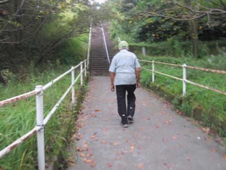 朝5時に起きて、ラジオ体操、サーキット、散歩しながらの地域の見守り