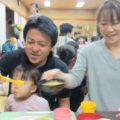 栄養と愛情たっぷりの食事を囲んで人の輪が溢れる子ども食堂。