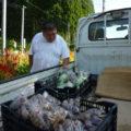 そのうちの一人、久保牧江さんが、ちょうど野菜を持ってこられました。