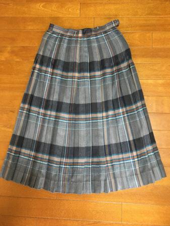 このスカートは、ヒダがたくさんあって、きっと縫うのが大変だったと思います。