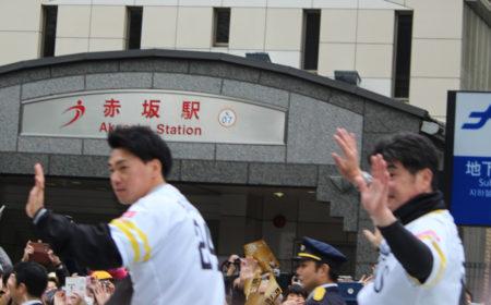 「あっ、選手会長の長谷川勇也選手!後ろは工藤監督!」・・なんとか撮れましたが、工藤監督の顔は手で隠れて見えず。残念!