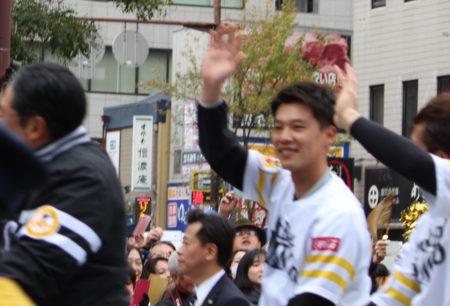 今年の最優秀中継ぎ投手 岩嵜翔選手!