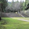 第6代師久・氏久から第28代斉彬まで島津家当主の墓が並ぶ。