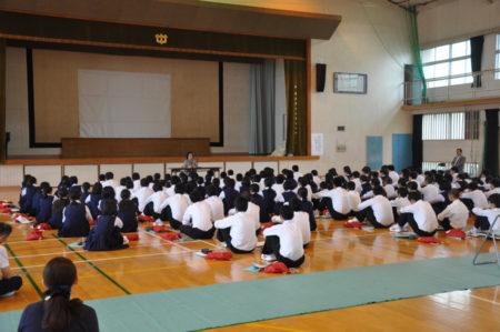 学校で開かれた被爆体験者の話を聞く会(5月)