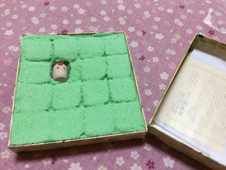 「うその餅」は青じそ風味の求肥に若草色のそぼろをまとったお菓子。