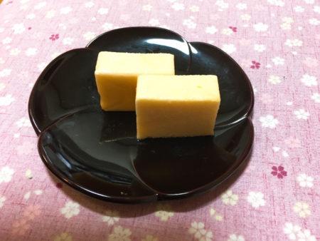 「宝満山」は、卵の凝縮されたコクや甘みが口に広がる、上品なお菓子。