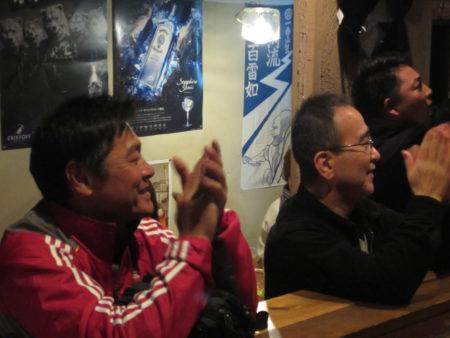 ギター担当の町田克郎さん(左)と飯伏雄二さん(右)