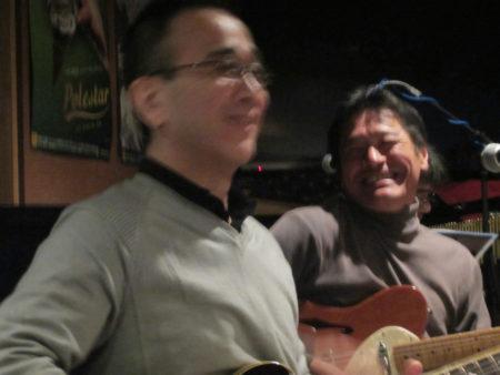 腕に覚え有り!楽器を握ると皆、表情が生き生きと蘇ります。