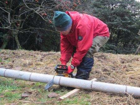 一本の竹を3.6メーターずつにカット