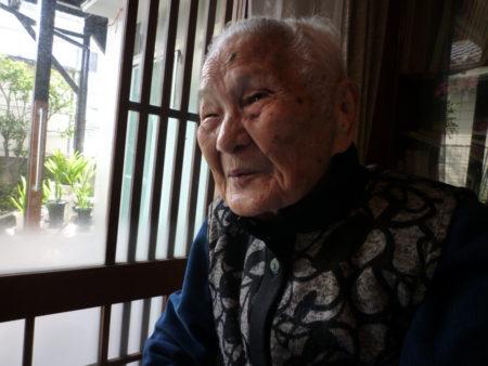97歳の今でも、世の中の出来事に関心を持ち、自分なりの考えを持っている田鶴さん