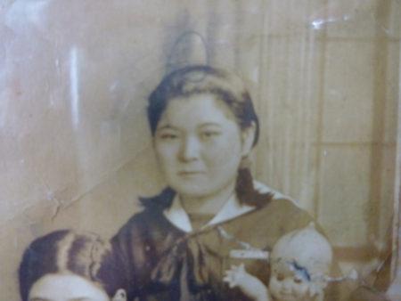 朝倉田(た)鶴(づ)さんは、大正11年3月10日、奄美大島の名瀬で生まれました。