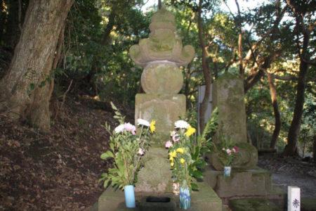 赤山靭負の墓