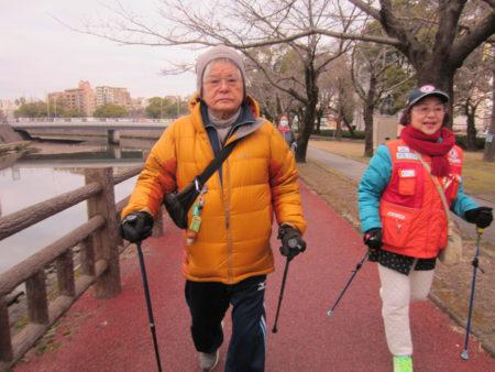 ポールが歩行のバランスをサポート、姿勢も良くなるそう…