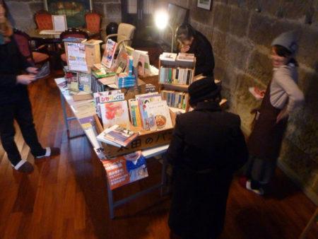 小村さんが持ってきたのは、およそ300冊
