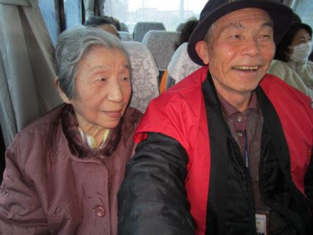 バスの中ではこんな雰囲気!