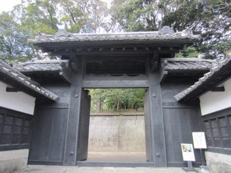 明治20年(1887年)に国葬が行われた際に造られた正門