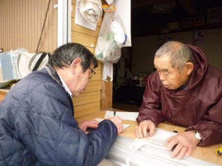 立和名静雄さん(右)