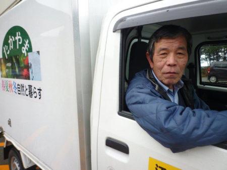 運転するのは、桑木野勝夫さん(66)