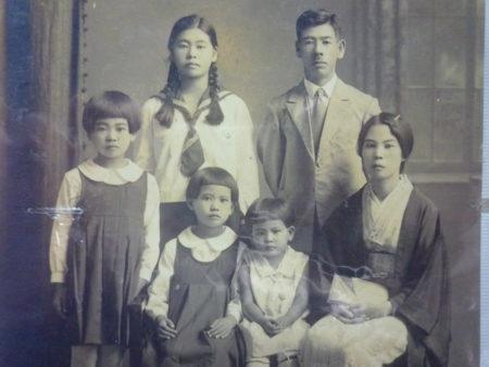 生活は、豊かでしたよ。毎年お正月には、写真館で家族写真を撮ってね。