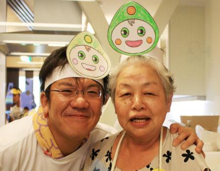 「みま~も」が出来て、みんなの笑顔が増えました! (写真左・澤登久雄さん)