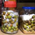 母は梅ジュースや梅みそも作りました