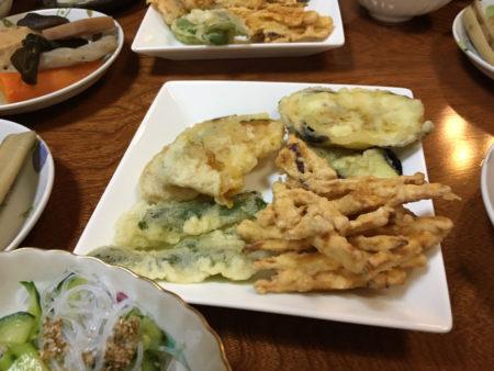 がね(さつまいものかき揚げ)。かぼちゃやナスの天ぷらも添えました