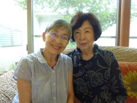 伊集院キリスト教会の麦野節子さんと安藤ヤス子さん