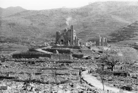 原爆投下後の長崎市(撮影者:林重男氏・長崎原爆資料館 所蔵) ※ 写真の無断での二次使用(転載)は出来ません。許可が必要です