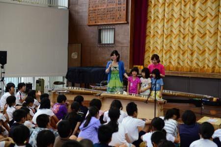 各地の学校で出張演奏会… 箏って楽しいよ~♪