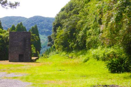 石造りの給水塔とホームが残る