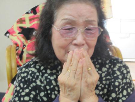 時折涙ぐみながら、当時を振り返る久保清子さん
