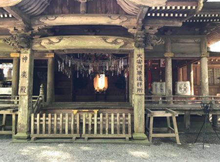天岩戸神社でも11月3日、夜神楽大公開祭で神楽が奉納される(10:00~22:00)