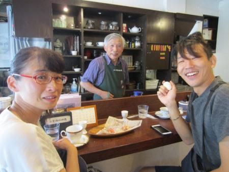 山城さんのことを聞いて訪ねてきた大阪と和歌山からの観光客