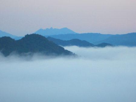ふわふわの雲の上を渡って行けそう…