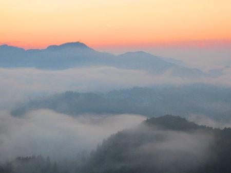 雲が刻一刻と姿を変え、幻想的な世界が広がる