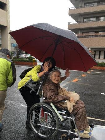 ~雨の日でもハレの心で~おでかけ同行サービス中の堤玲子さん!