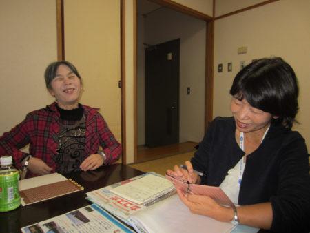 アイメイト協会鹿児島の春田ゆかり会長と打ち合わせも楽しそうです。