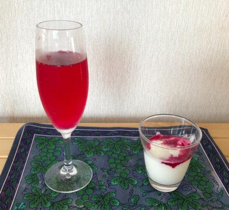 炭酸や氷水でお好みの甘さに希釈して飲みます。爽やかで元気が出そうな味です。