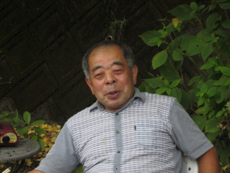 毎年、銀杏の紅葉を楽しむ会を開いている梶原純一さん(72)